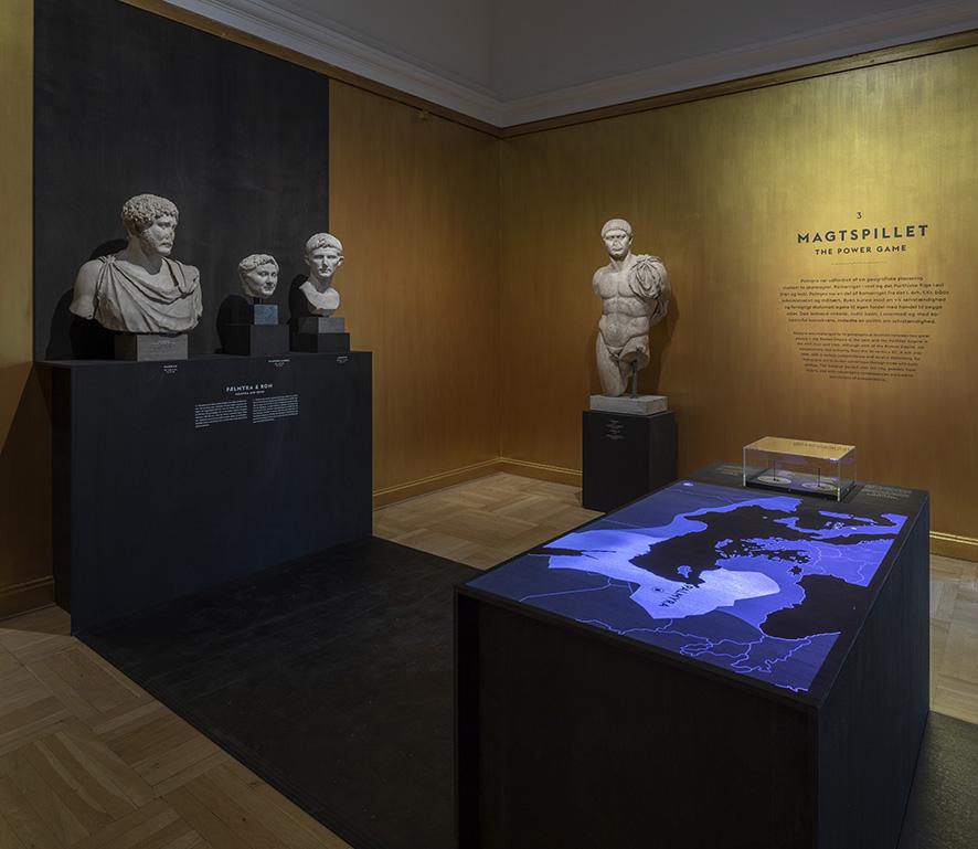 Artefakter, lyd, videoprojektioner og tekster går op i en højere enhed på glyptotekets udstilling om Palmyra.